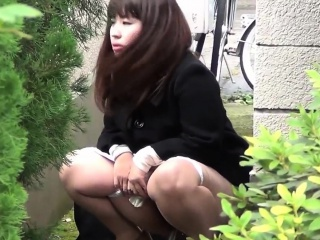 Deviant asian babes peeing