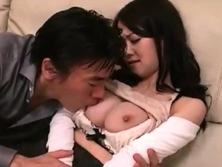 Busty Japanese gives double blowjob