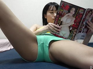 Hidden Cam – Japanese Girl Masturbates with Her Dildo