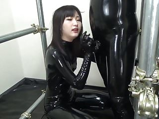 Asian blowjob en masse rubber