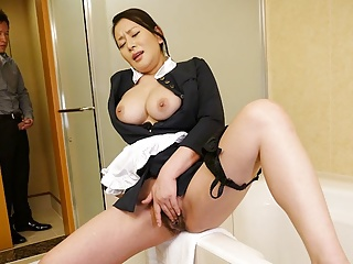 Japanese maid, Rei Kitajima was obstructed masturbating convenient work,