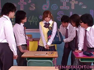 Inexperienced asian schoolgirl with regard to bukkake law